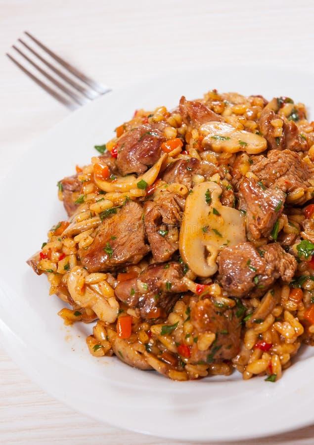 Rice z mięsem, warzywami i pieczarkami, obrazy royalty free