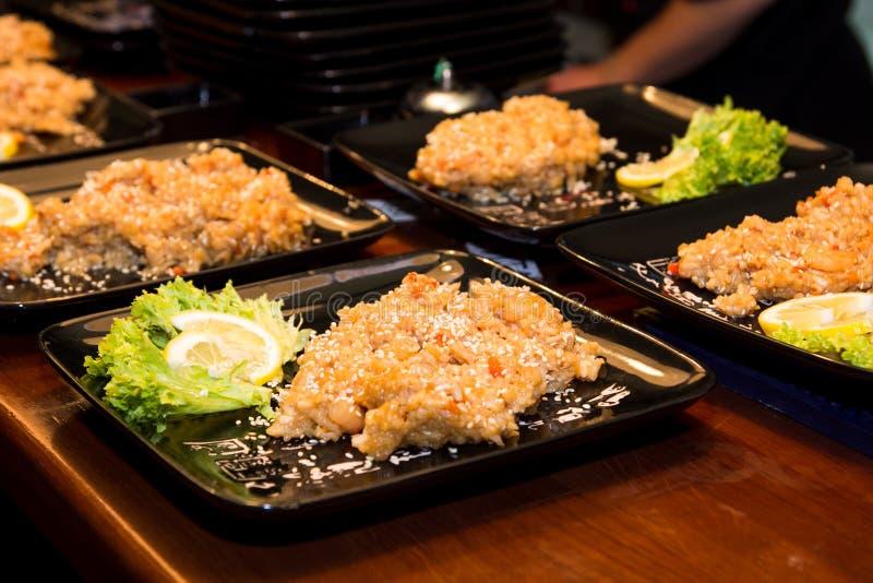 Download Rice z sałatką i cytryną zdjęcie stock. Obraz złożonej z kopiasty - 28959284