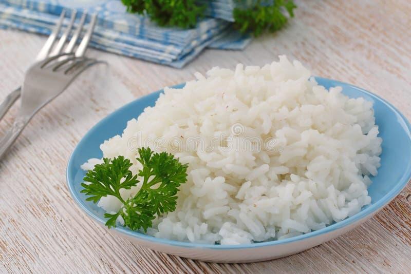 Rice z zieleniami jako garnirunek zdjęcie royalty free