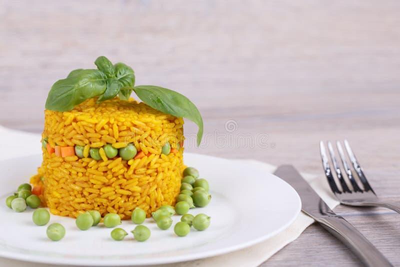 Rice z zielonymi grochami zdjęcia stock
