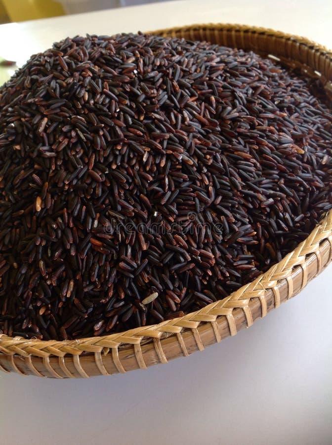 Riceberry in bamboemand stock foto
