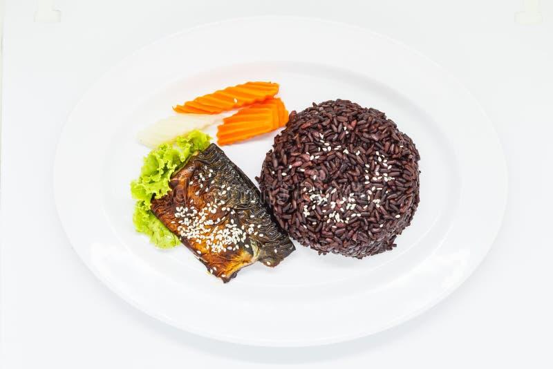 Riceberry mit teriyaki Makrele stockfotos