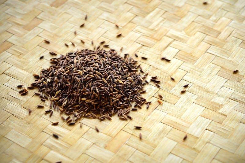 Riceberry no fundo de bambu do weave imagem de stock royalty free