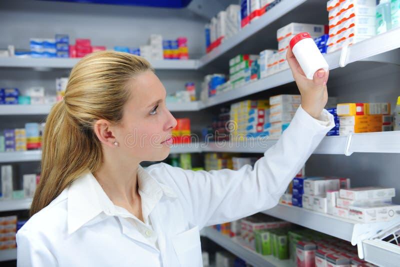 Ricerca del farmacista fotografia stock libera da diritti