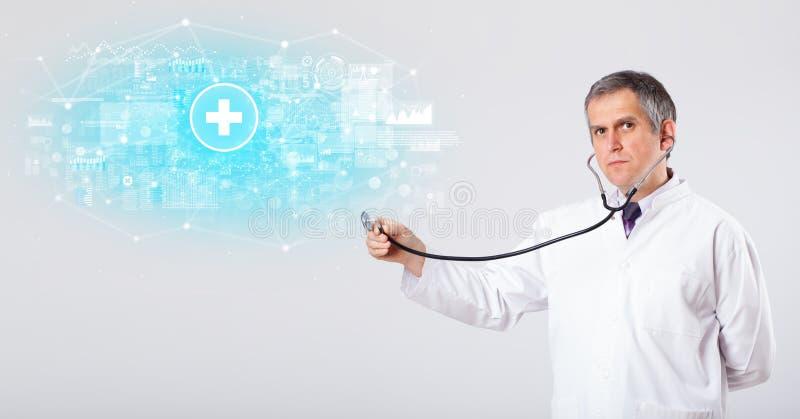 Ricercatore professionista con lo stetoscopio fotografia stock