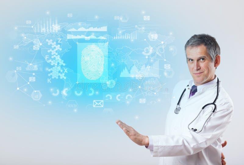 Ricercatore professionista con lo stetoscopio fotografie stock libere da diritti