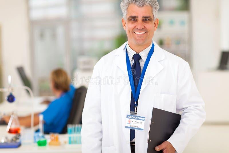 Ricercatore senior del laboratorio immagine stock libera da diritti