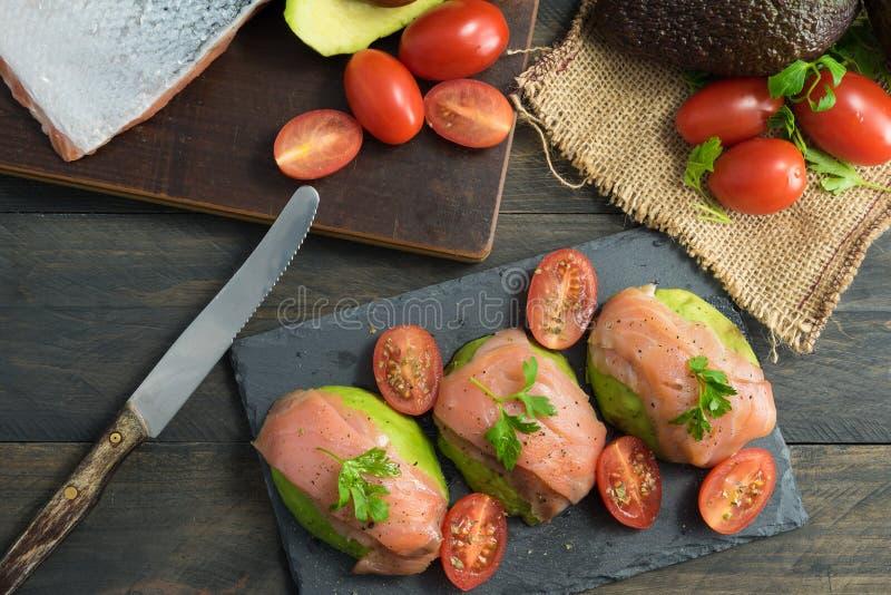 Ricetta dell'avocado con il salmone fotografia stock