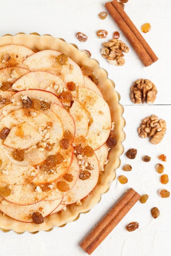 Ricetta rustica casalinga della preparazione della torta di mele acido fotografia stock libera da diritti