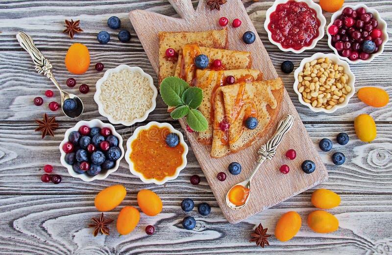 Ricette senza glutine: pancake della farina di riso fotografie stock libere da diritti