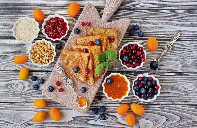 Ricette senza glutine: pancake della farina di riso immagini stock