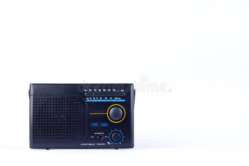 , ricevitore del transistor della radio portatile di FM di vecchio retro stile d'annata nero su fondo bianco isolato immagini stock libere da diritti