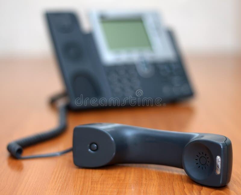 Ricevitore telefonico con il telefono su fondo immagine stock libera da diritti