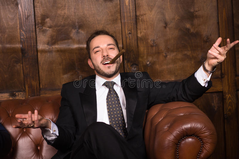 "Expresa tu momento "" in situ "" con una imagen - Página 32 Rich-businessman-cigar-sitting-sofa-looking-camera-happy-men-spending-free-time-restaurant-luxury-concept-86440159"