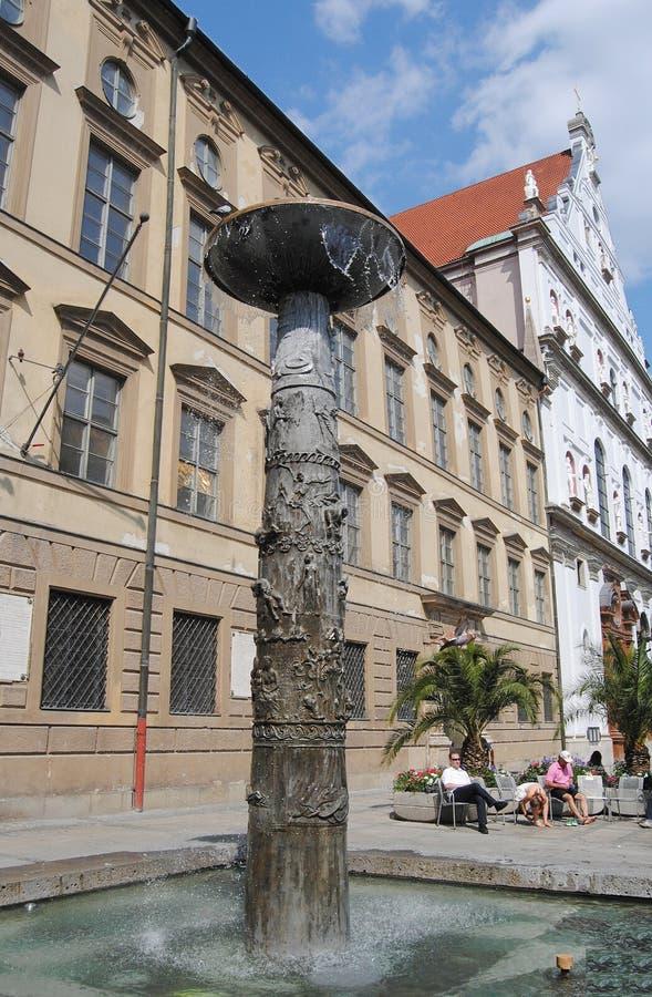 Richard Strauss Fountain in München lizenzfreie stockbilder