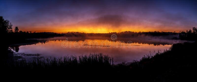 Richart Lake Dawning - Indiana imagenes de archivo