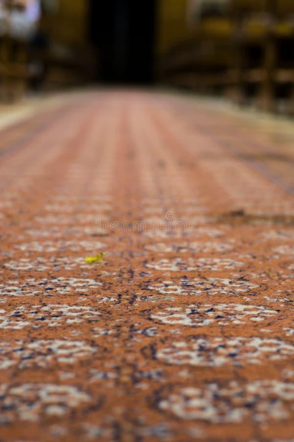Richement coloré dans la texture rouge, orange, bleue et blanche de tapis image libre de droits