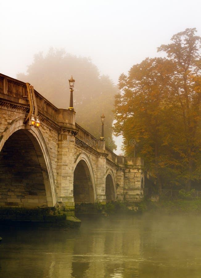 Richmond-Brücke im Herbst stockfotos
