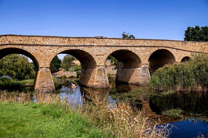 Richmond Bridge iconico il giorno soleggiato luminoso La Tasmania, Australia fotografie stock libere da diritti