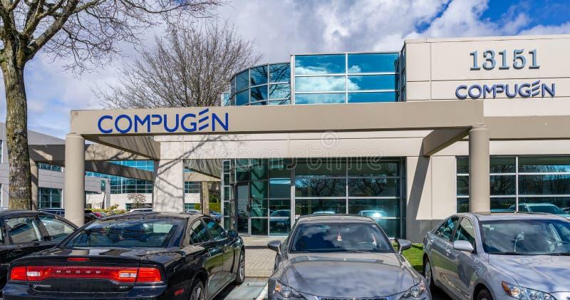 RICHMOND, CANADA - MAART 26, 2019: de moderne bedrijfsbouw met bureausparkeerterrein en auto's royalty-vrije stock foto