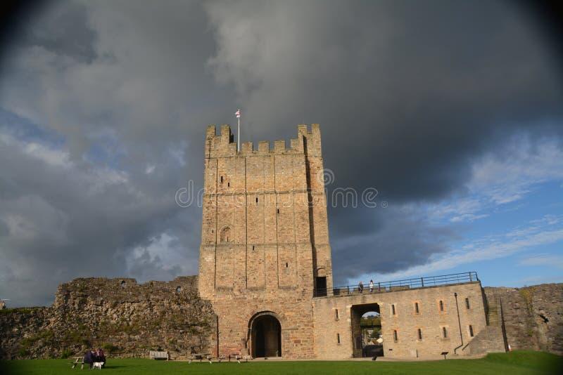 Richmond Castle i North Yorkshire arkivbilder
