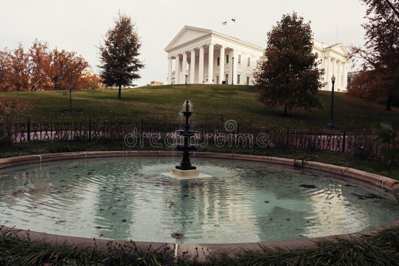 Richmond - de Bouw van het Capitool van de Staat stock afbeeldingen
