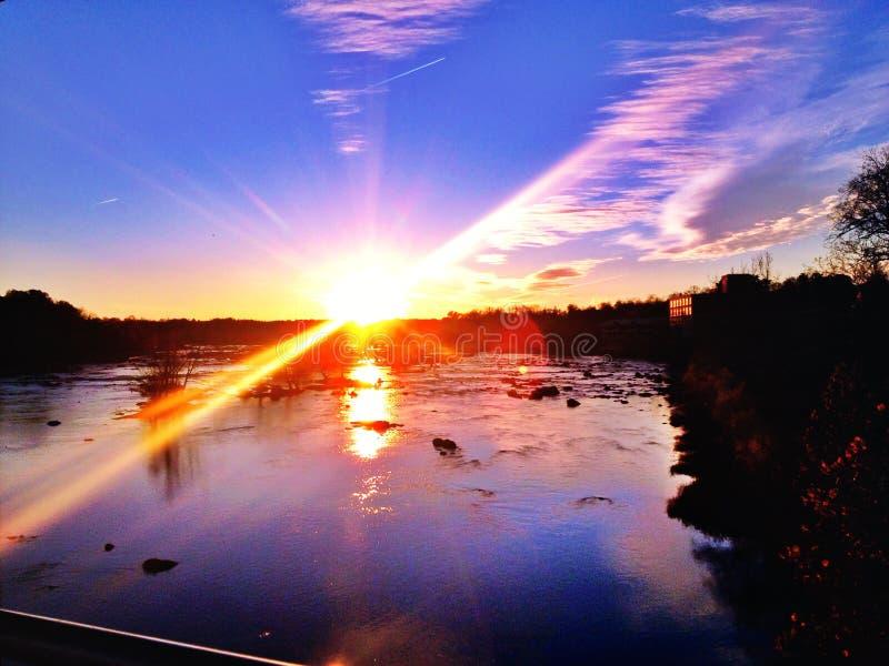 Richmond Virginia James River al tramonto immagini stock