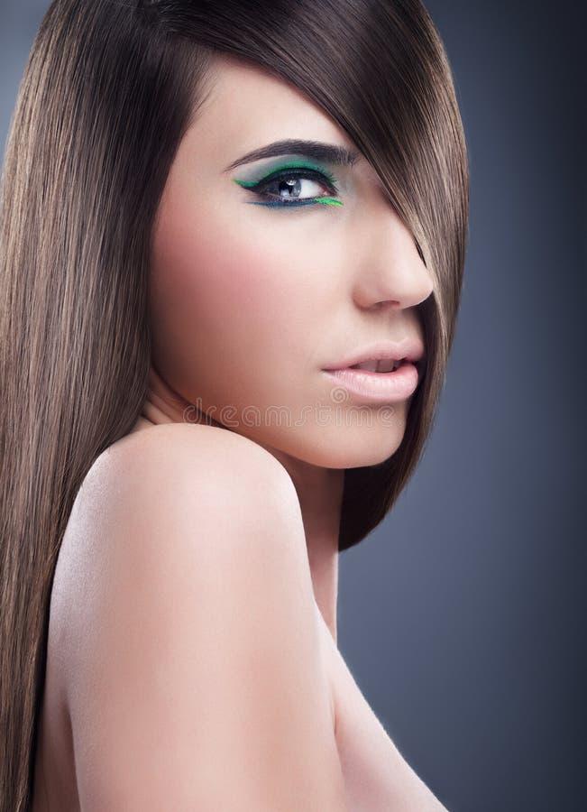 Richten Sie, vollkommenes Haar auf einer reizvollen Frau her lizenzfreie stockbilder
