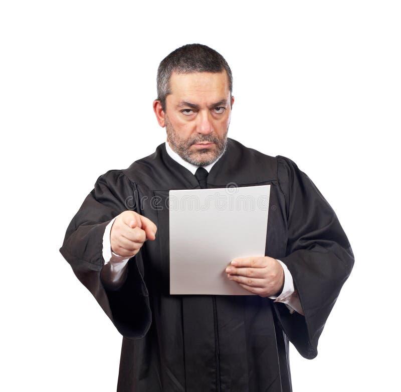 Richter, der den Programmsatz liest stockbilder