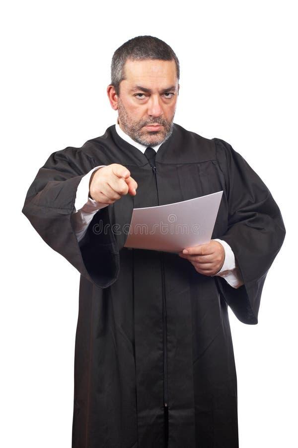 Richter, der den Programmsatz liest stockfotos