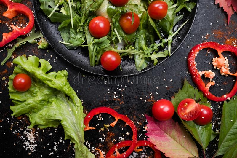 Richtige Nahrungszellulose des vegetarischen Salats lizenzfreie stockfotos