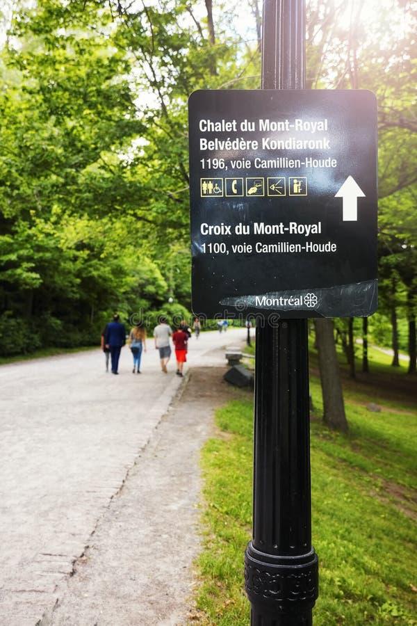 Richtingsteken van Onderstel Koninklijke Chalet Chalet du Mont-Royal in Montreal, Quebec, Canada stock afbeeldingen