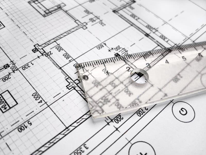 Richtliniaal op architectral tekening stock foto's