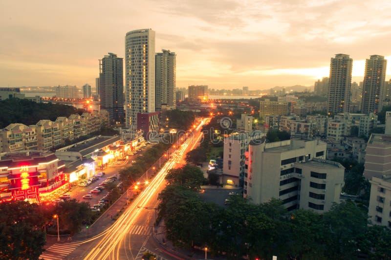 In Richtung zur Abendstadt in Zhuhai, China stockfoto