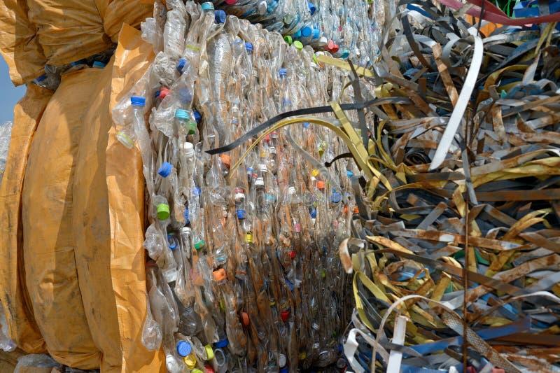 Riciclaggio di plastica della bottiglia fotografia stock