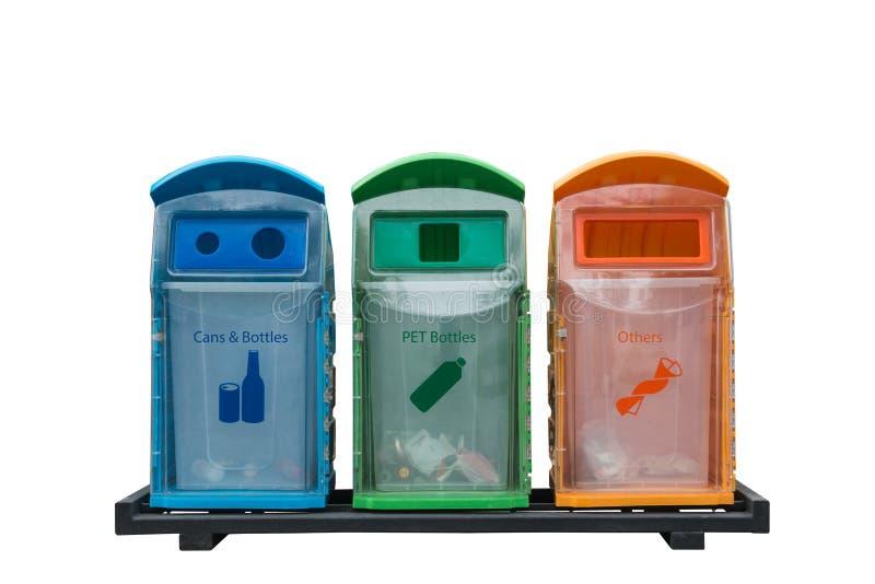 Ricicli differente dei recipienti colorato con isolato su fondo bianco fotografia stock libera da diritti
