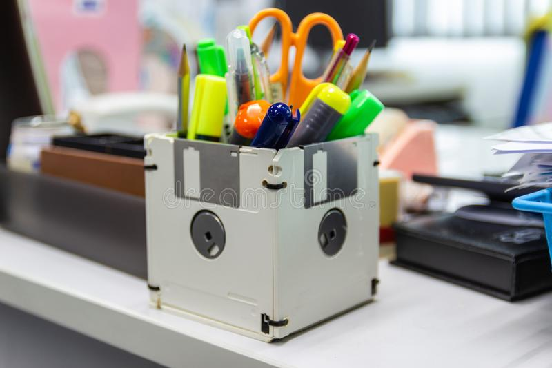 Ricicli il floppy disk, oggetti creativi usati immagine stock