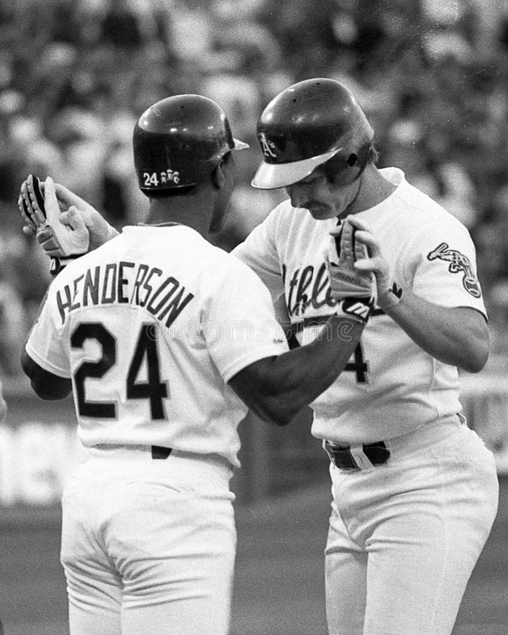 Rickey Henderson et Carney Lansford des Oakland Athletics photographie stock libre de droits