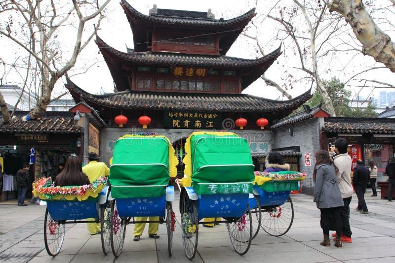 rickshaw för kinesisk fornt för byggnad historisk royaltyfri fotografi