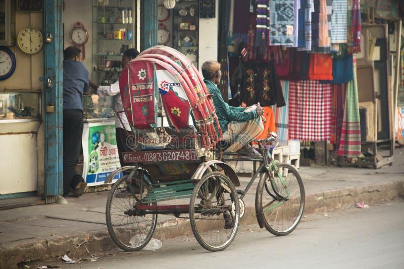 Rickshaw i gatan i Chittagong, Bangladesh royaltyfri fotografi
