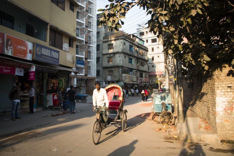 Rickshaw i gatan i Dhaka, Bangladesh arkivfoton
