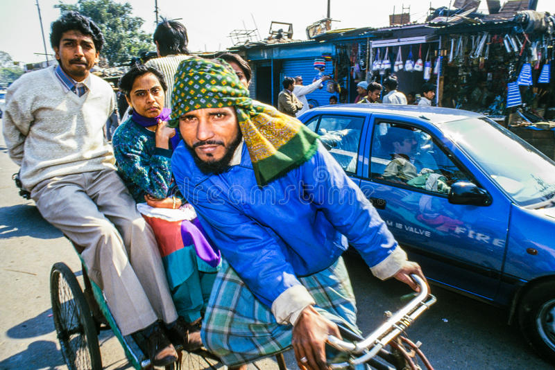 Rickshawchaufför Delhi India royaltyfri foto