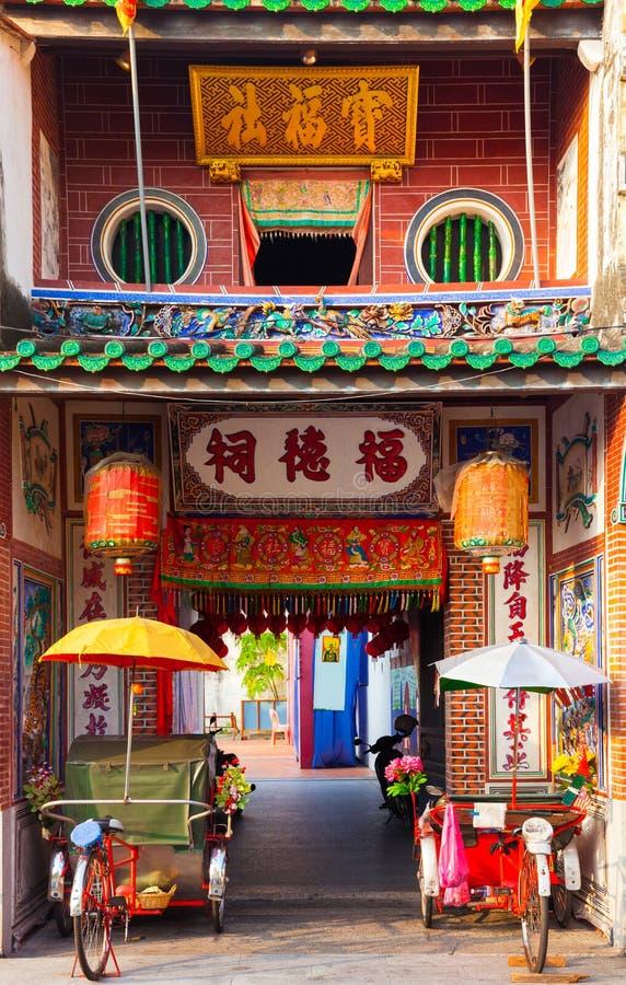 Rickshawtrehjulingar nära templet, Penang, Malaysia fotografering för bildbyråer