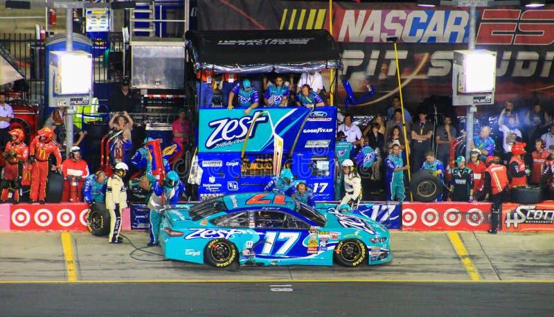 Ricky Stenhouse小 #17 NASCAR夏洛特NC种族10-11-14 免版税库存图片