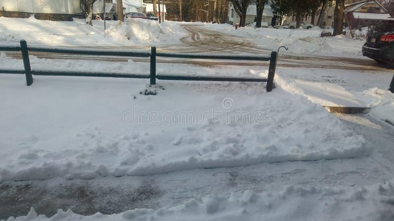 Ricoprendo a 2-3 pollici di neve fotografia stock