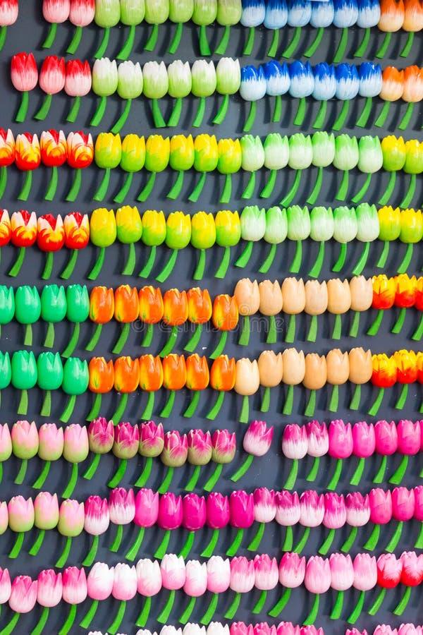 Ricordi da Amsterdam, Olanda Il tulipano di legno fiorisce i magneti fotografia stock libera da diritti