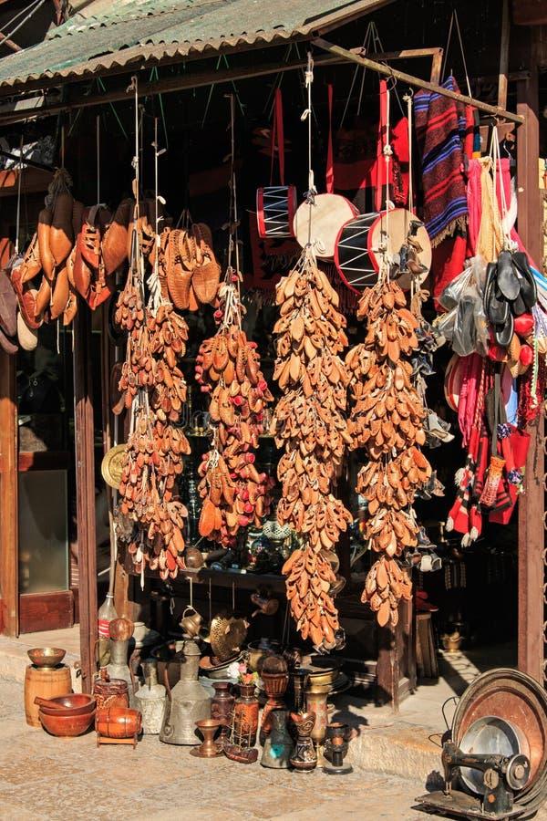 Ricordi da vendere in vecchio bazar di Skopje, Macedonia fotografie stock