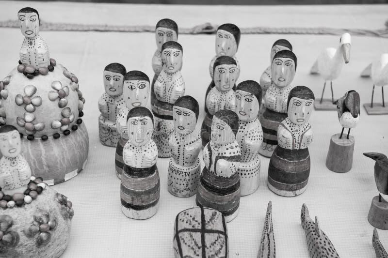 Ricordi delle figurine, degli uccelli e degli animali di legno immagine stock libera da diritti