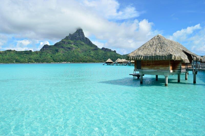 Ricorso di vacanza di lusso del overwater su Bora Bora immagine stock