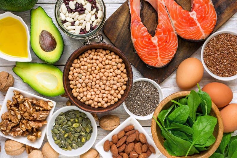 Ricos do alimento no ácido gordo da ômega 3 e em gorduras saudáveis Conceito comer da dieta saudável foto de stock